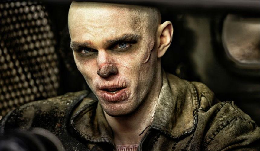 Nicholas Hoult como Nux